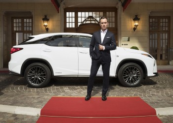 Lexus RX e Jude Law in The Life RX
