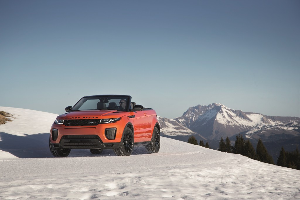 range-rover-evoque-convertible-a-convertible-for-all-seasons-rr_evq_convertible_driving_snow_091115_06_121384