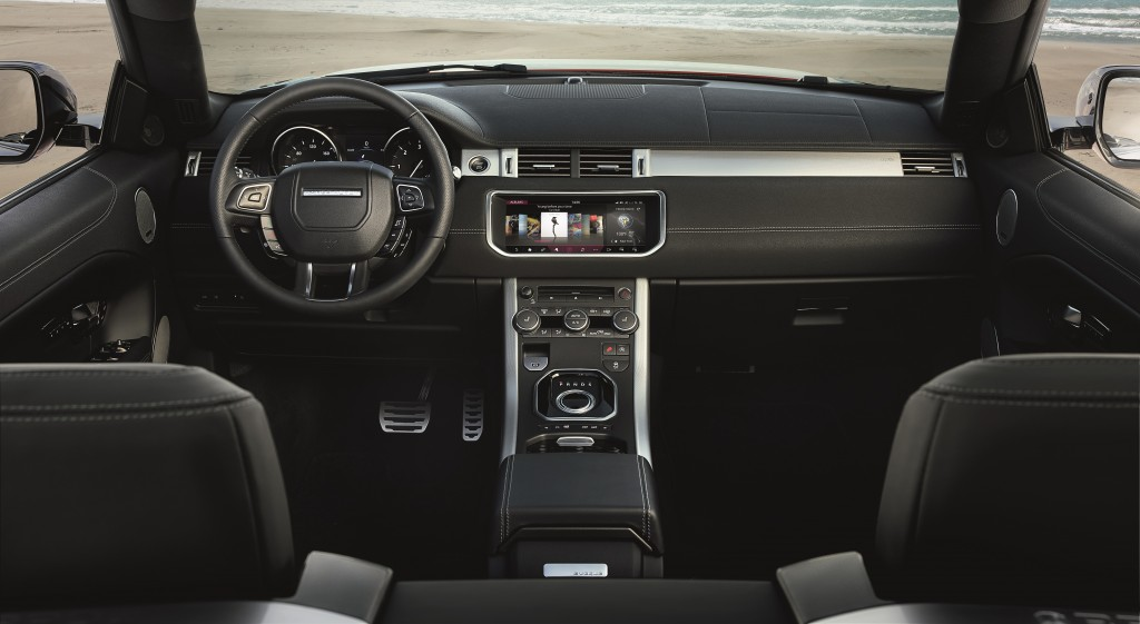 range-rover-evoque-convertible-a-convertible-for-all-seasons-rr_evq_convertible_interior_091115_07_121391