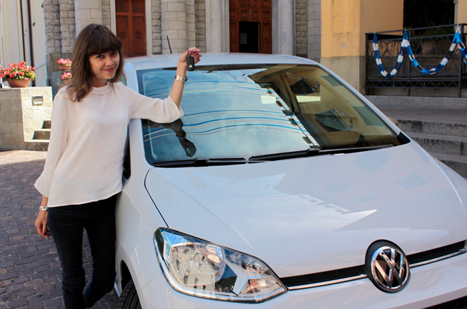 Giulia-e-Volkswagen-up-2016_06